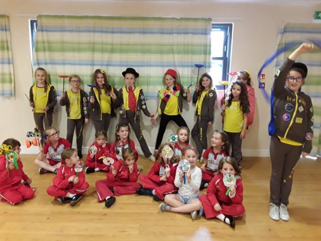 Shipston Rainbows and Brownies practice circus skills