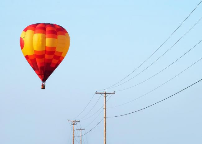 Warning after three hot air balloons hit power lines