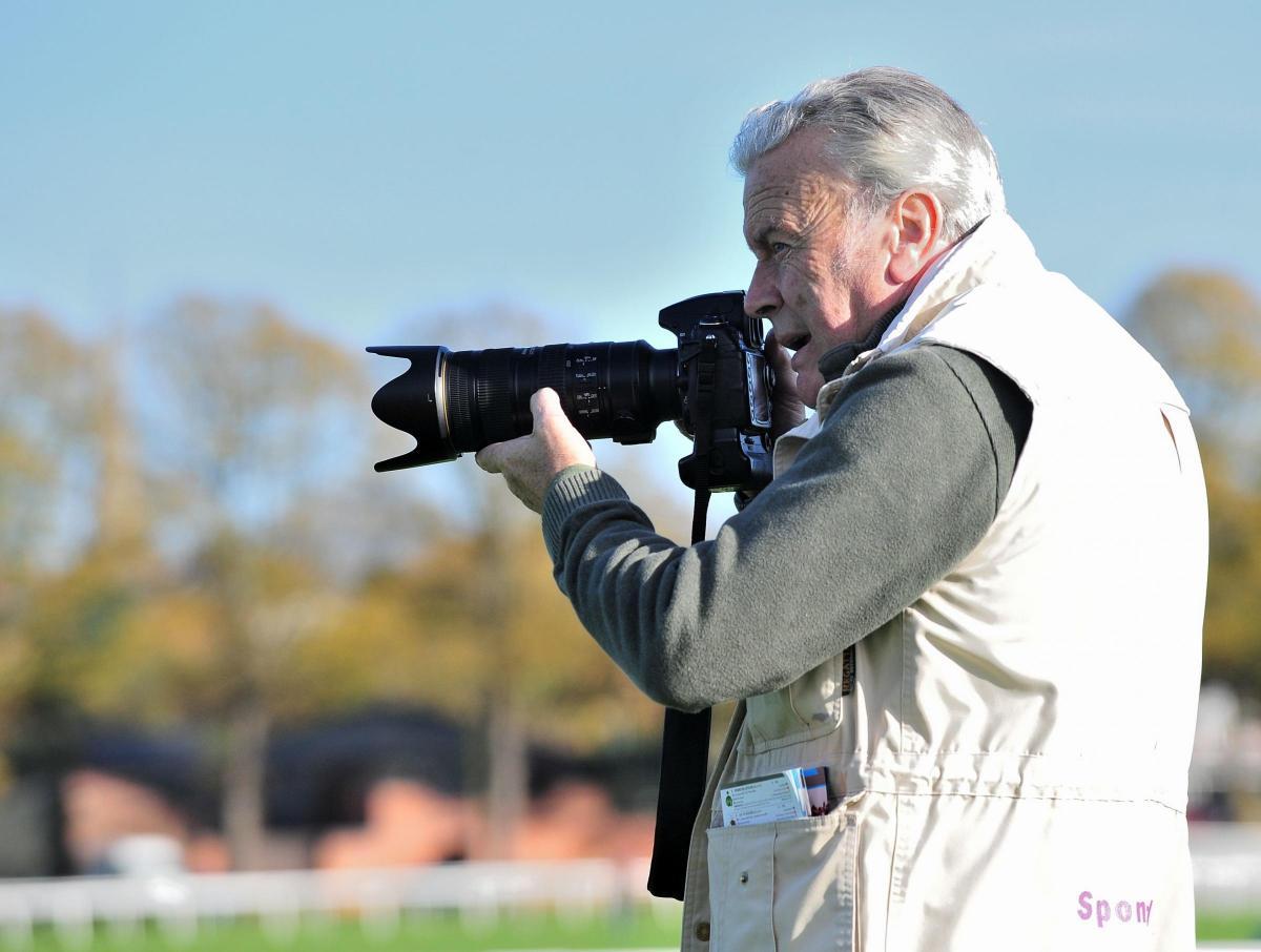 Renowned Worcester horseracing photographer Les Hurley dies