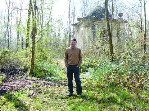 Garth at the captain's burial site in Meephill.