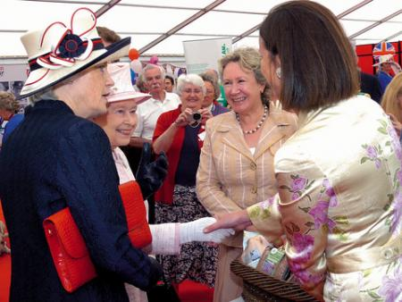Lady Darnley & the Queen with Helen Weston & Jo Hilditch.
