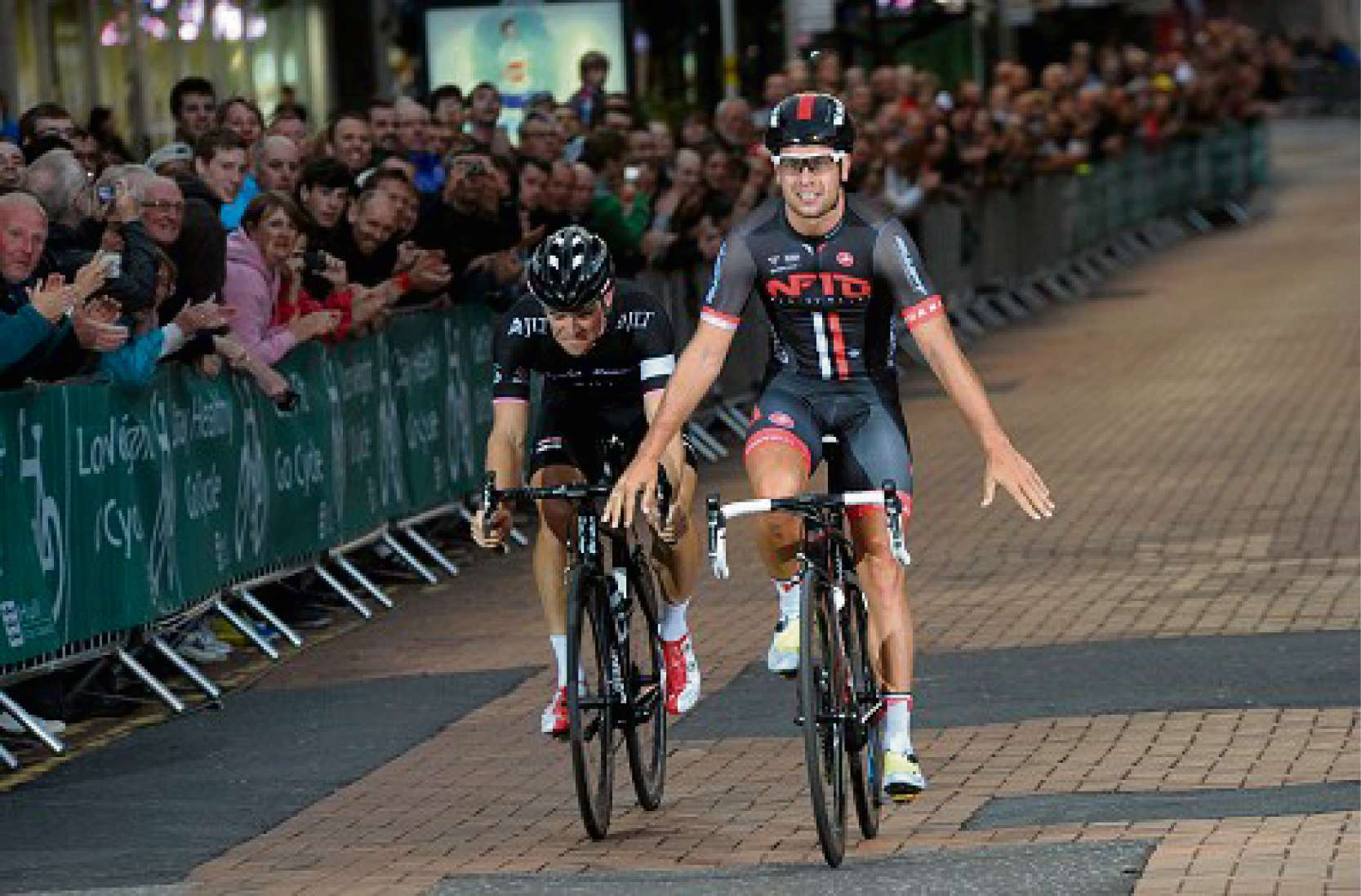 Hereford-based NFTO cycling star Adam Blythe wins National Criterium Championships in Hull