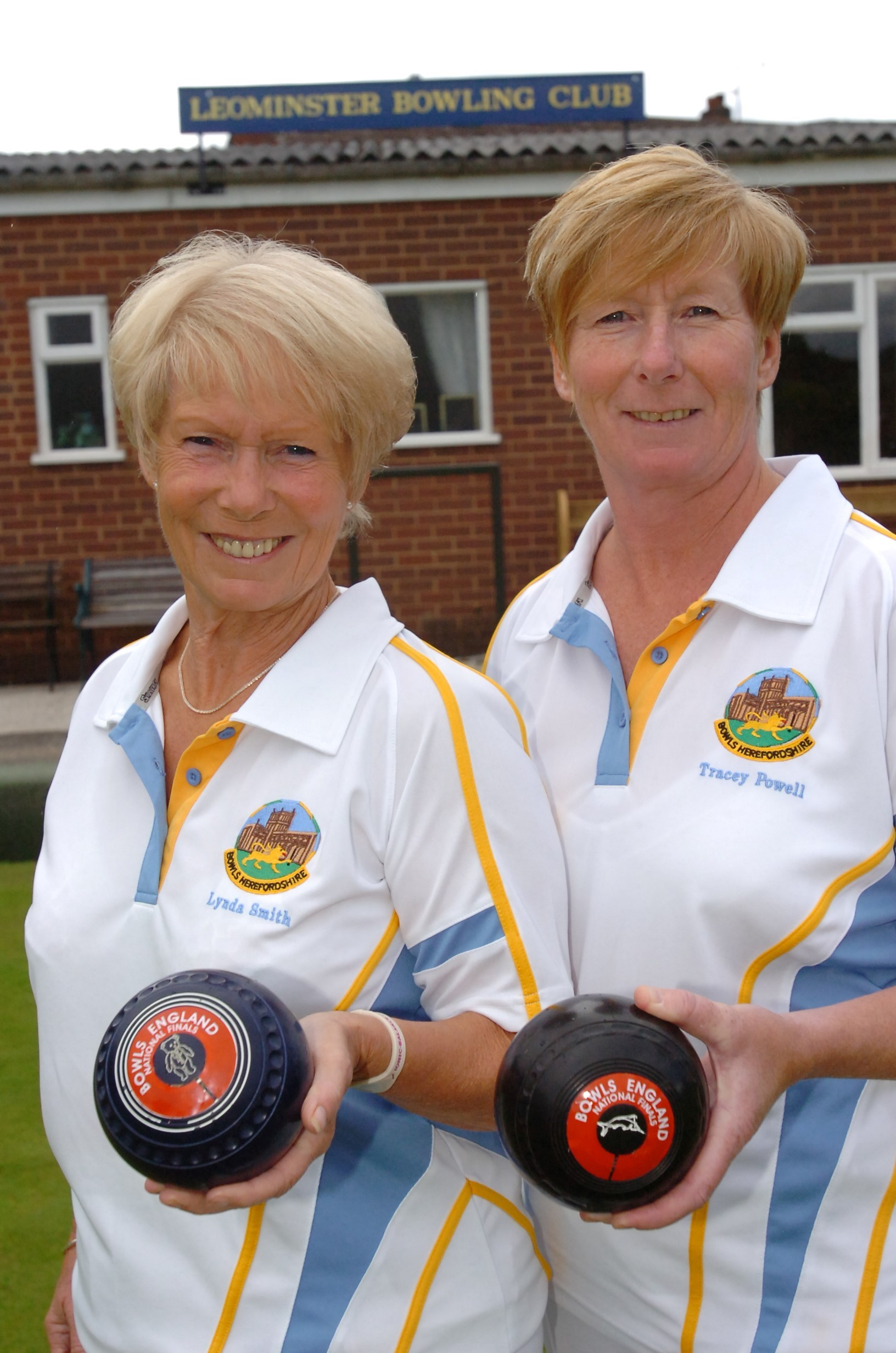 Leominster sisters regain national bowls title