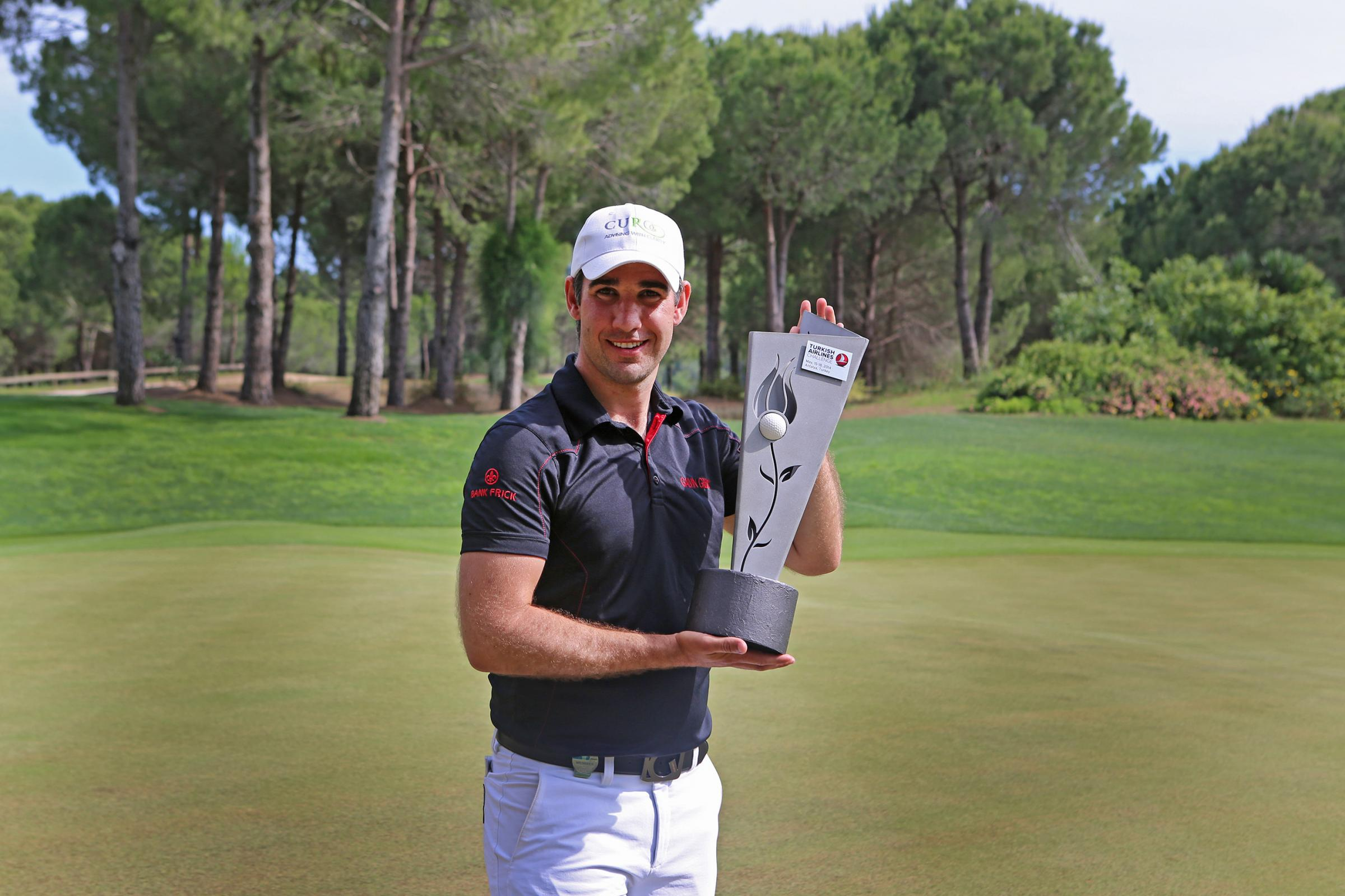 Ollie Farr with the Turkish Airlines Challenge Trophy that he won in 2014
