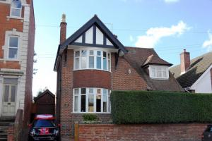 Well presented family home close to city