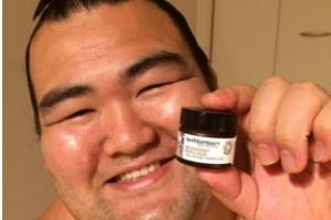 Herefordshire skincare company wins over champion sumo wrestler