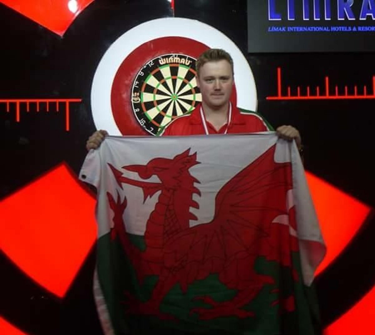 Jim Williams beat Dennis Nilsson 3-2 in the first round of the BDO World Darts Championships