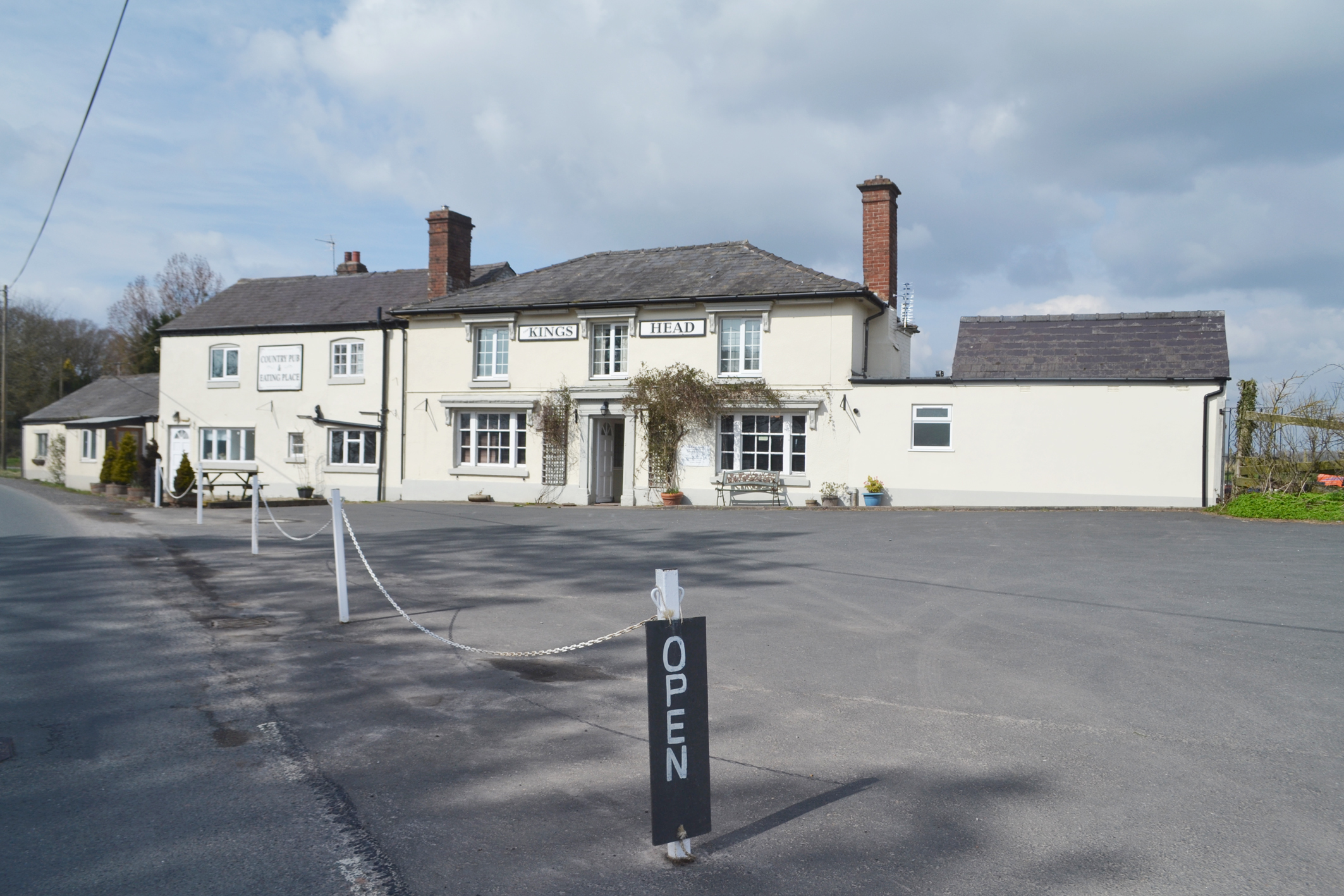 The King's Head at Docklow is up for sale.