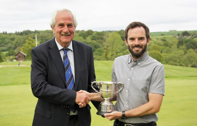 Tommy Hughes (Herefordshire GC Vice Captain) presents Jon Devereux with the Men's County Championship trophy